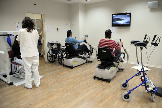 Обеспечение ТСР в Петербурге: коляски и протезы с подвохом