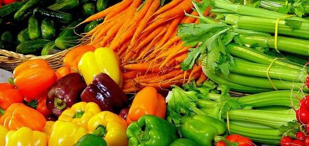 Пять причин, почему питательные вещества должны поступать через цельные продукты, а не через поливитамины и пищевые добавки