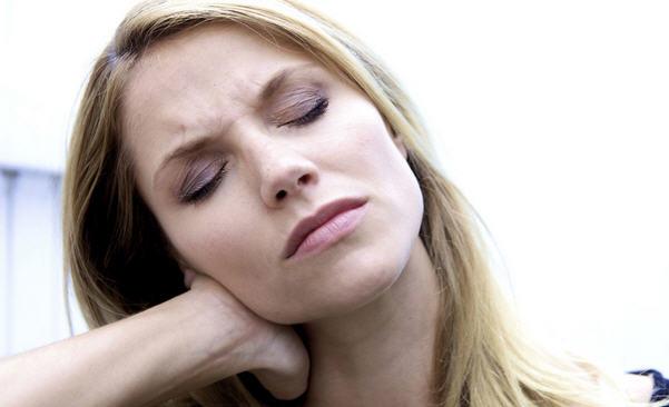 Болезненные симптомы при шейном остеохондрозе