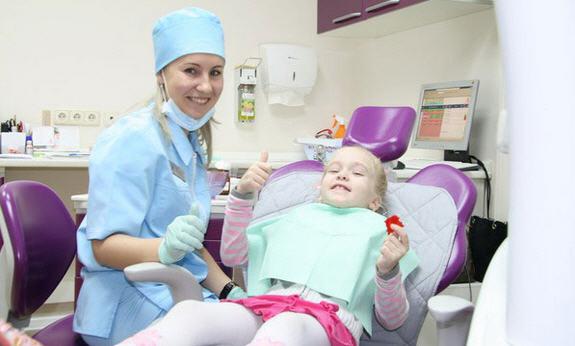 Особенности ухода за детскими зубками
