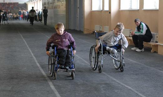 Как выбрать инвалидную коляску для ребенка инвалида