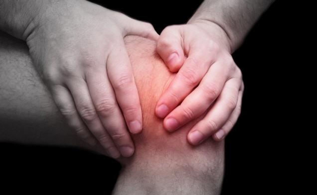 Боль и припухлость в колене