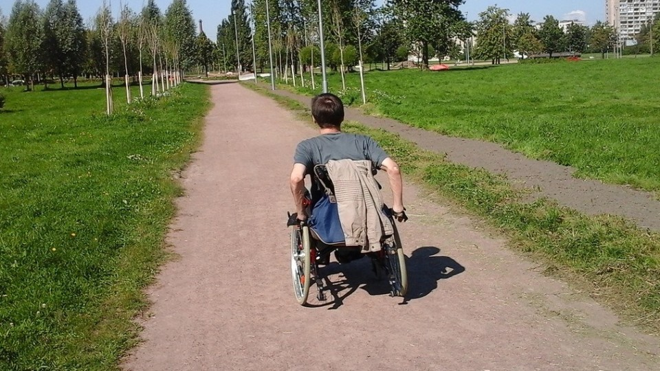 А зачем инвалиду кресло-коляска