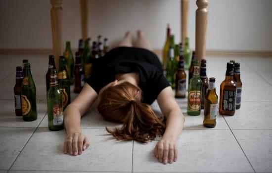 Как распознать женский алкоголизм, каковы его симптомы, какое лечение требуется