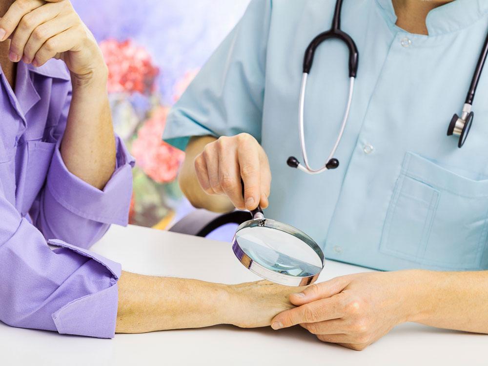 Обследование у дерматовенеролога платно
