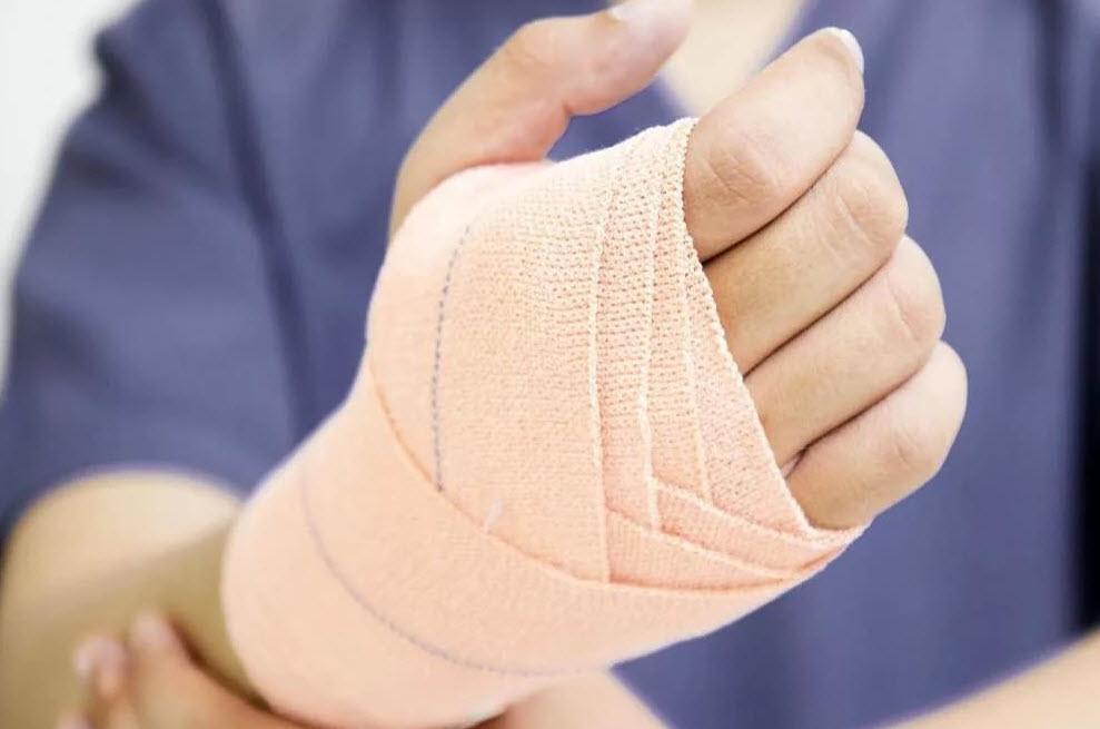 Растяжение руки - лечим самостоятельно